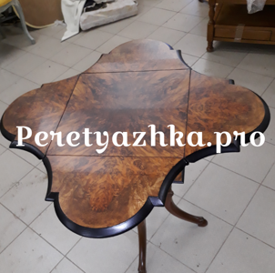старинный столик после реставрации