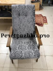 советское кресло после перетяжки